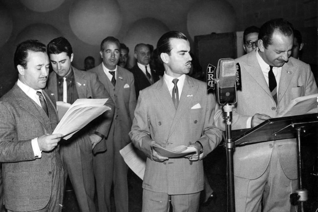 Una historia de argentinos: 100 años de radio - Revista Salvador