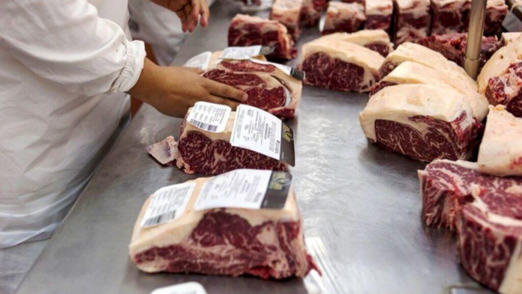 Una mala idea: Cerrar las exportaciones para que baje el precio de la carne - Revista Salvador