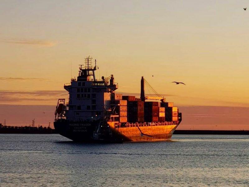barco-con-contenedores