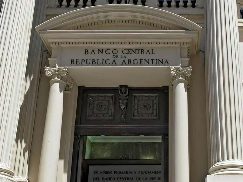 El Gobierno frena las importaciones ante la crisis del Banco Central